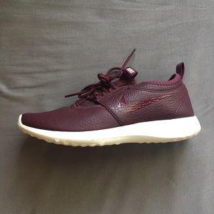 Nike Juvenate Leather Sneaker in Burgundy